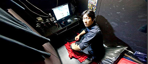 Residents-Living-Permanently-in-Japans-Cyber-cafes